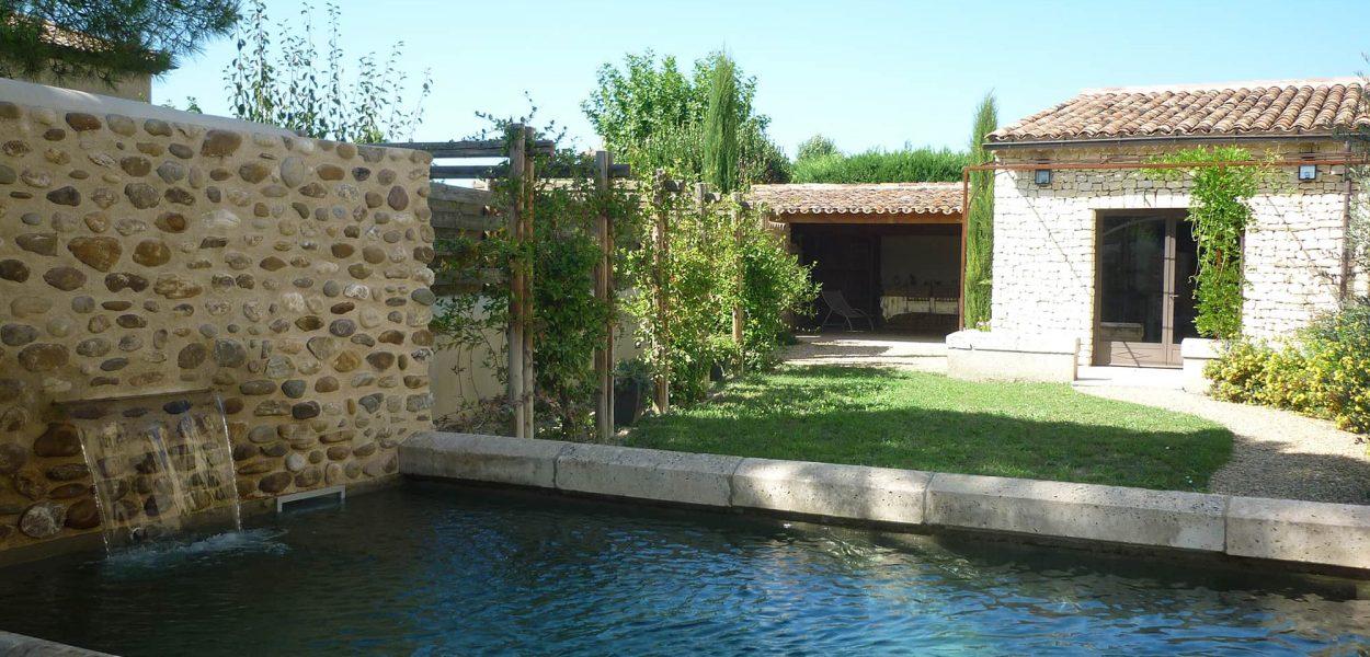 Couloir de nage dans le lubéron Petite piscine style vieux bassin provençal